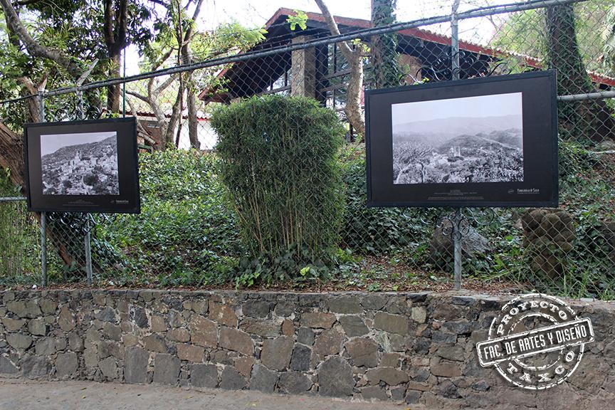 """Aspectos del montaje de la exhibición """"Panorámicas de Taxco"""" en las rejas y muros del plante. Marzo 2014"""