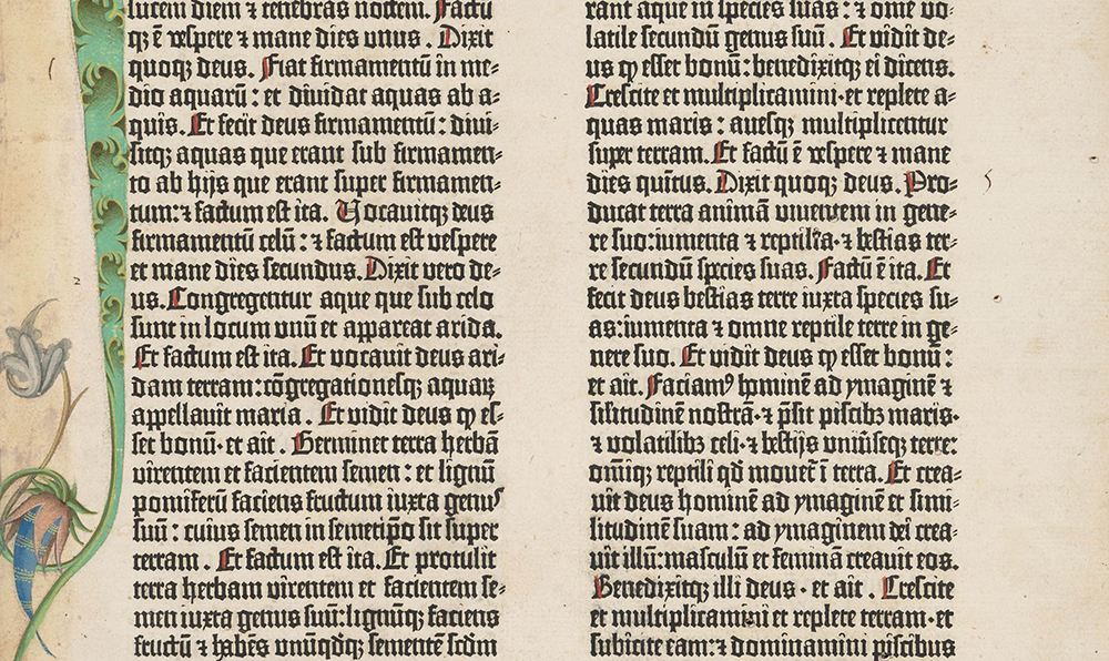 Fig. 4. Biblia de 42 líneas impresa por Johannes Gutenberg en Maguncia. Ca. 1454-5. Génesis 1:1, folio 5, recto. (detalle). Nótese la variación del ancho de los espacios entre palabras. Fuente: the Morgan Library.