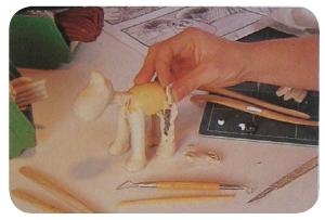 Imagen 2. Construcción del personaje Gromit a través de estructura metálica y madera para la serie Wallace and Gromit de los Estudios Aardman.