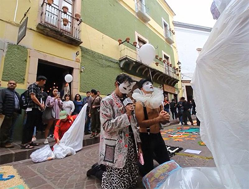 Freyda Adame, Hugo Alegría, Gonzalo Bernal y Juana Duarte. Still del video de Alberto Cárdenas.