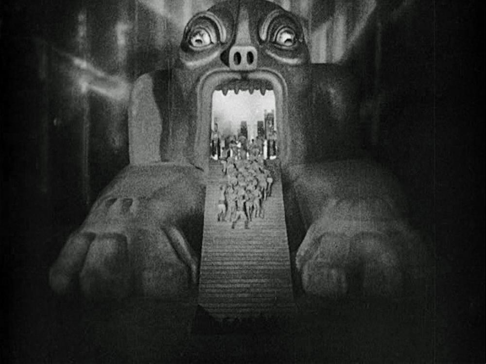 El Moloch en la película de Fritz Lang aparece como un monstruo que devora a los trabajadores encargados de las máquinas de producción. Metropolis. Dir. Fritz Lang. Alemania. 1927.