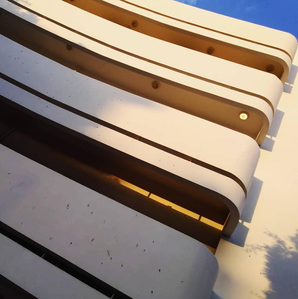 Detalle de la arquitectura Bauhaus del Esther Cinema, diseñado en 1939 por Yehuda & Raphael Magidovitch. Fotografía © Aldo Guzmán.