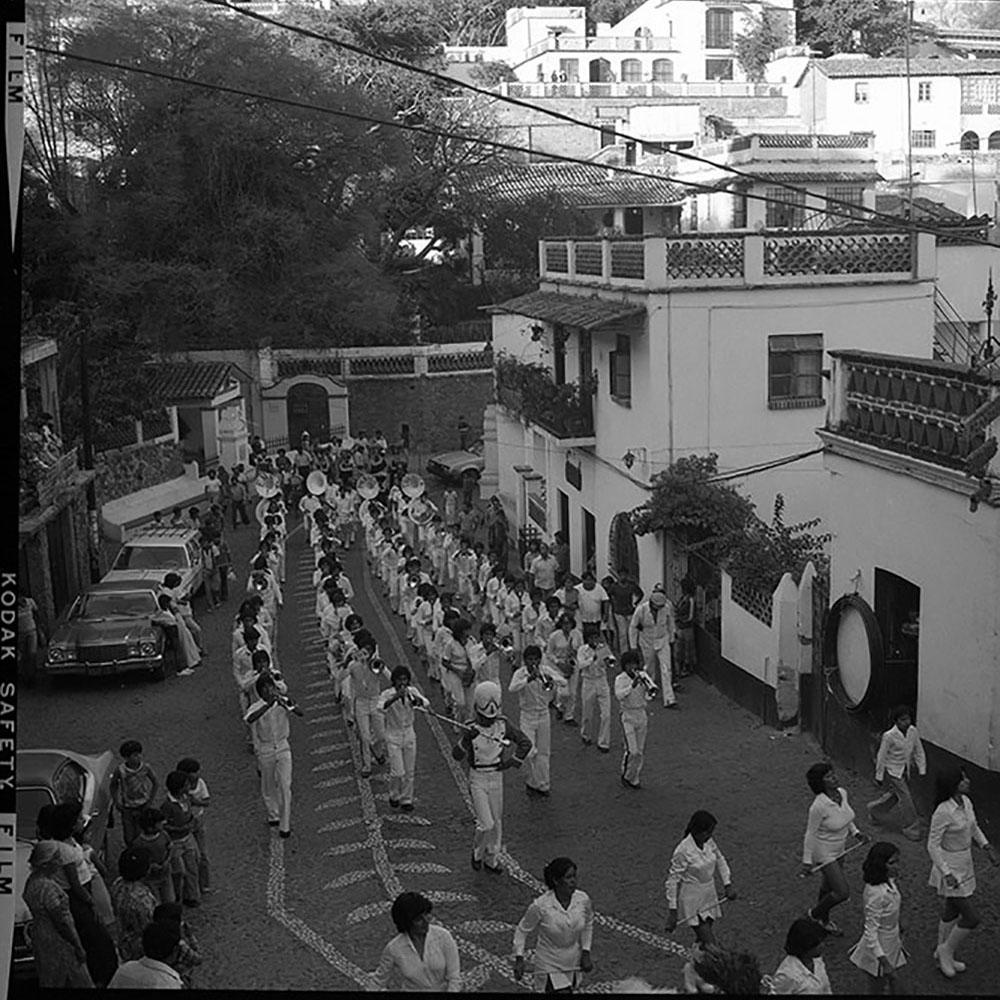 Entrada de la Banda Escolar del Estado de México, Desfile Inaugural XLIII Feria Nacional de La Plata, noviembre de 1980. Fotografía: Juan Crisóstomo Estrada.