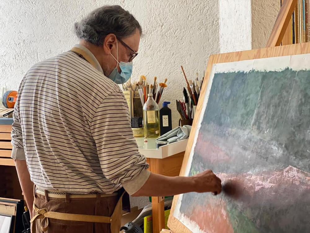 José de Santiago ingresó a la ENAP en 1961 donde se formó en la disciplina de pintura. Estudió la Maestría en Artes Visuales y Comunicación y Diseño Gráfico en la misma sede (1996). Fue admitido en el programa de doctorado en Bellas Artes de la Universidad Politécnica de Valencia, en 2000, lugar en el que también llevó a cabo una estancia posdoctoral.